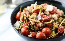 Cách làm spaghetti sốt cà chua bi mà... không dùng spaghetti