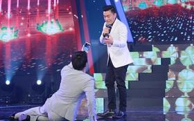 Ngô Kiến Huy lết sàn quá gợi cảm chụp ảnh cho anh Hai - Lam Trường