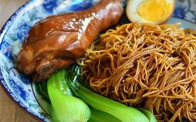 Học lỏm bí kíp gia truyền làm mì gà Hong Kong ngon không cưỡng nổi