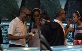 Tổng thống Obama giản dị, xúc đá bào cho con gái lớn tại Hawaii