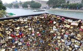 65 tấn khóa trên cầu tình yêu Paris bị tháo bỏ và đây là số phận của chúng