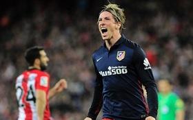 Torres ghi bàn duy nhất giúp Atletico bằng điểm Barca