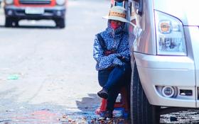 Nghìn lẻ một cách người lao động Hà Nội đối phó với mùa nắng nóng kinh hoàng