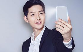 """Chiêm ngưỡng smartphone hai màn hình cảm ứng trong suốt siêu độc của """"Đại Uý"""" Song Joong Ki"""
