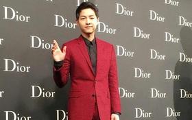"""""""Xin chết"""" trước vẻ lịch lãm của Song Joong Ki tại show diễn Dior"""