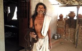 Chăm chỉ ăn chay, người đàn ông nuôi được tóc dài gần 19m