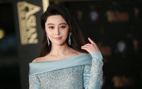 """Phạm Băng Băng chiếm hết """"ánh đèn sân khấu"""" đêm trao giải phim châu Á 2017"""