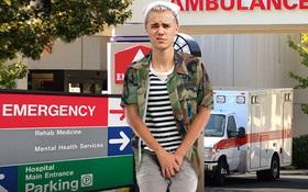 """Justin Bieber nhập viện vì chấn thương """"vùng kín"""", dẫn đến kiện cáo lùm xùm"""
