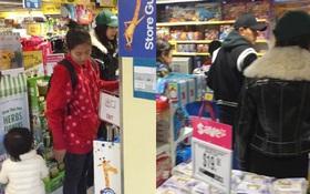Dương Mịch - Lưu Khải Uy lần đầu xuất hiện cùng nhau sau scandal ngoại tình, dắt con gái đi mua sắm dịp Tết