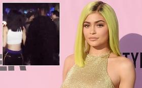 Vừa chia tay bạn trai gốc Việt, Kylie Jenner đã tay trong tay với tình mới