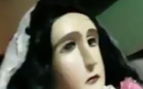 Những giọt lệ bí ẩn chảy ra từ khóe mắt bước tượng Đức Mẹ ở Paraguay