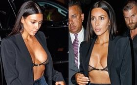 """Tưởng đã hết chiêu trò, Kim lại sáng tạo thêm style """"mặc như không"""" khoe vòng 1 táo bạo"""