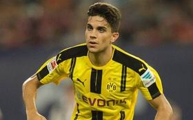 Lỡ chúc mừng Barca, hậu vệ Dortmund bị dọa giết