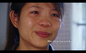 Nữ sinh buôn đồng nát kiếm tiền học đại học và lời xin lỗi mẹ khiến người xem rơi nước mắt