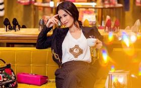 Đông Nhi hoá quý cô hàng hiệu sang chảnh với Dolce Gabbana