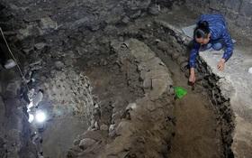 Khai quật được ngôi tháp làm bằng hộp sọ người bên dưới lòng đất