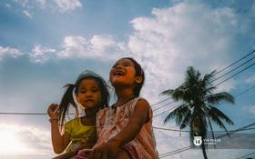 Gia đình vé số ở Sài Gòn: Bố mẹ nhịn đói, 2 bé gái không biết ăn thịt cá