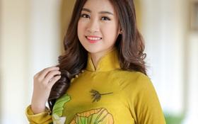 Hoa hậu Mỹ Linh tham dự khai mạc hội chợ trái cây Sài Gòn