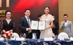 Phạm Hương tươi tắn xuất hiện tại sự kiện ra mắt thương hiệu mỹ phẩm LUA
