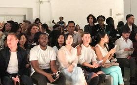 CEO Elise Lưu Nga ngồi cùng hàng Paris Hilton xem thời trang tại New York