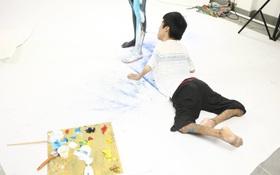 Hãy xem cách hoạ sĩ khuyết tật Lê Minh Châu vẽ body painting bằng miệng, bạn sẽ thấy không gì là không thể!