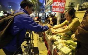 Ấm lòng với 500 chiếc bánh chưng dành cho người nghèo và bệnh nhi ăn Tết
