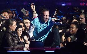 Nóng bỏng tai: Ca khúc chung của Coldplay và The Chainsmokers đã lên sóng!