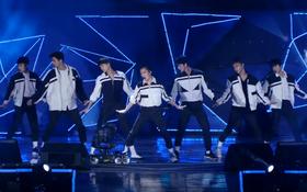 """Lại thêm một sự kiện bình thường biến thành """"concert trá hình"""" của EXO"""
