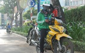 Tài xế GrabBike bị chích roi điện, cướp xe máy lúc nửa đêm ở Sài Gòn