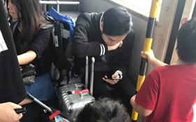 Mặc trẻ em đứng ngay trước mặt, Quang Vinh gây tranh cãi khi vẫn thản nhiên ngồi ghế