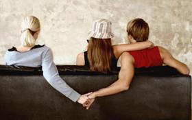 """Chuyện những cô nàng """"chị em kết nghĩa"""" tranh thủ... kết giao luôn cả chồng của bạn"""