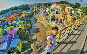 """Cận cảnh """"Làng Cầu Vồng"""" đang gây bão Instagram: Ngập tràn sắc màu tha hồ sống ảo, và rất gần Việt Nam đấy!"""