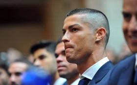 NÓNG: Ronaldo bị kiện ra tòa tội trốn thuế 13 triệu bảng