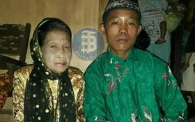 Dọa tự tử nếu không được bên nhau, cuối cùng chàng trai 16 tuổi cũng được kết hôn với cụ bà 71 tuổi như ước nguyện