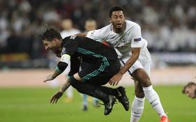 Fan hả hê khi tiền vệ Tottenham suýt đá gãy chân Ramos