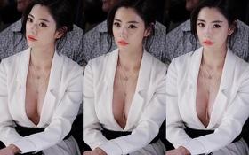 """""""Người đẹp hở bạo"""" Clara khoe vòng 1 nóng bỏng trên ghế đầu show thời trang tại NYFW"""
