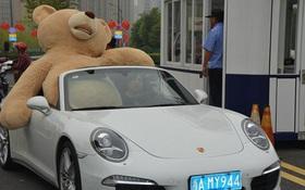 Lái xe xịn mang gấu khổng lồ đi tỏ tình, thiếu gia giàu có vẫn bị người trong mộng từ chối phũ phàng