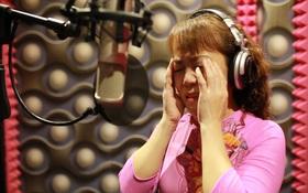 Sau lời tố gia đình Phương Mỹ Chi, cô út bật khóc khi thu âm ca khúc trút nỗi lòng