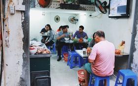 Quán phở 3 thế hệ trong ngõ nhỏ Hà Nội, nhiều lần đổi chỗ vẫn đông khách nườm nượp