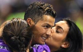 Người đẹp Georgina xuống sân hôn chúc mừng Ronaldo sau chiến tích lịch sử
