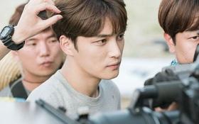 Jaejoong (JYJ) bị thương sâu phải khâu 7 mũi trên phim trường
