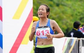 """Gặp ngày """"đèn đỏ"""", nữ hoàng marathon Việt Nam hụt huy chương vàng SEA Games 29"""