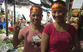Cô bán cá, dì bán thịt - những cổ động viên đặc biệt và dễ thương nhất của Nhật Minh ở Olympia