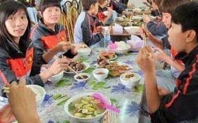 Sự thật phía sau hình ảnh tuyển nữ Việt Nam ăn uống kham khổ ở SEA Games 29