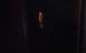 Người đàn ông lắp camera trước cửa nhà, anh giật mình khi thấy cô bé tròng mắt đen trong truyền thuyết
