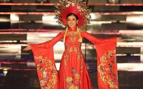 """Bị cảm đột ngột, Huyền My xin lỗi vì không thể dõng dạc hô to hai tiếng """"Việt Nam"""" trong phần thi trang phục dân tộc"""