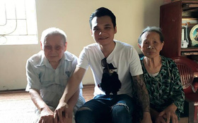Khắc Việt - Khắc Hưng đau buồn khi ông nội qua đời