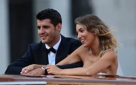 Nhét trái bóng vào bụng ăn mừng, Morata ngầm thông báo vợ xinh đã mang bầu