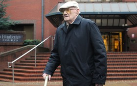 Vụ ấu dâm gây chấn động nước Anh: Người đàn ông 101 tuổi nhận án 13 năm tù với 30 lần xâm hại trẻ nhỏ