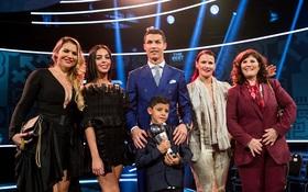 Ronaldo xỉa xói Messi và Barca khi thắng giải The Best